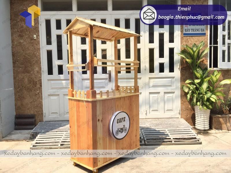 xe đẩy gỗ bán cà phê